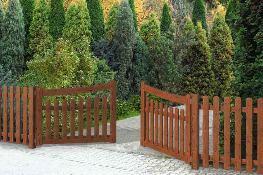 Cancelli e cancelletti in legno impregnato for Cancelli di legno per giardino