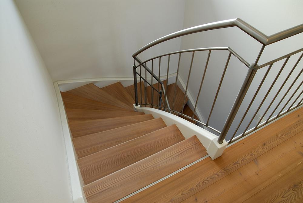 Rivestimenti per scale in legno gradini pianerottoli - Scale interne in legno costi ...