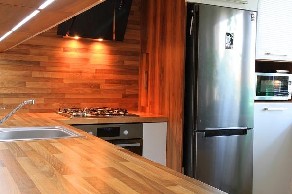 Piano cucina in legno lamellare massello