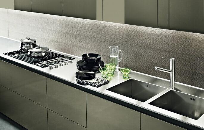 Top per cucine in acciaio inox for Piani di cucina stretti