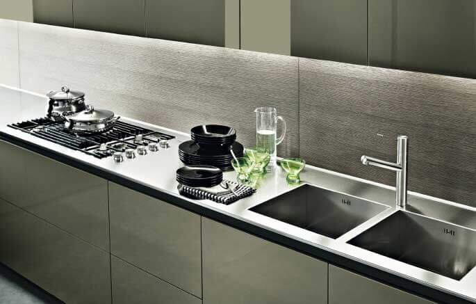 Top per cucine in acciaio con alzatina
