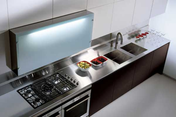 Top per cucine in acciaio con alzatina - Top cucina su misura ...