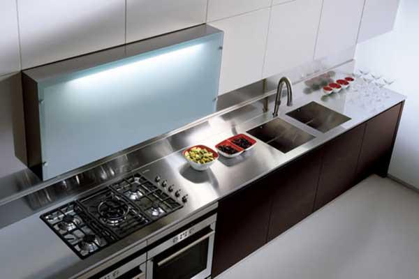 Top per cucine in acciaio con alzatina - Cucine in acciaio per casa ...